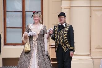 Elegantes Paar der Hofbeamten