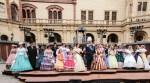 Gruppenbild des Schweriner Schlossvereins in historischen Kostümen